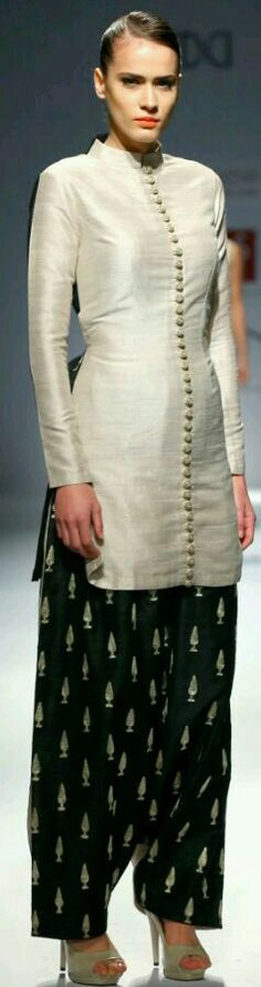 Very chic Indian outfit Pakistani Dresses, Indian Dresses, Indian Outfits, Indian Attire, Indian Ethnic Wear, Ethnic Fashion, Asian Fashion, Men's Fashion, Mode Bollywood