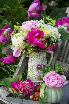 Hvis du vil have din sommer-buket til at holde længere, er det godt at kende et par tricks, inden du går i gang med de smukke blomster
