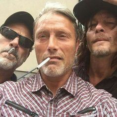 Mads Mikkelsen with Jeffrey Dean Morgan and Norman Reedus @ SDCC2016 (omg this picture! Aaaaahhhhh so amazing!!!)