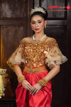 Traditional Wedding Dresses, Cambodia, Asian Girl, Sari, Costumes, Woman, Amazing, Beauty, Beautiful