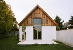 Haus M., Foto: Andreas Buchberger Modern House Facades, Irish Cottage, New House Plans, Facade House, Cladding, Future House, Home Remodeling, Interior Architecture, Bungalow