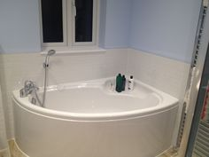 corner bath in situ!