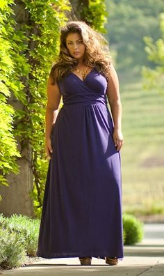 Maxi Dress: Everyone needs a staple, summer/spring time maxi dress! Messy bun/hair, cute clutch, nice sandles, and a nude lip. Throw it all together and you're ready to go!