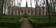 """Moratalla, siente su magia      Adéntrate en este majestuoso Palacio Cordobés.    Disfruta de sus Jardines declarados """" Jardín Artístico """"   desde 1983, diseñados por J.C. Forestier.    Siente su legado Histórico y Cultural.    Ven a disfrutar de este magnífico recorrido"""