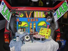 Impress everyone at the Halloween parking lot party with this list of Trunk or Treat Ideas! Let us inspire your Halloween car decorations! Holidays Halloween, Halloween Treats, Halloween Party, Halloween Decorations, Halloween 2016, Outdoor Decorations, Halloween Projects, Happy Halloween, Halloween Costumes