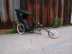 Custom chopper trike, goth & steampunk style to creep out those asshole drivers! Velo Tricycle, Trike Bicycle, Cruiser Bicycle, Cargo Bike, Motorized Bicycle, Velo Design, Bicycle Design, Custom Choppers, Custom Bikes