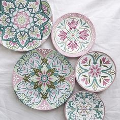 click now for info. Painted Ceramic Plates, Ceramic Decor, Hand Painted Ceramics, Ceramic Painting, Ceramic Art, Decorative Plates, Pottery Painting Designs, Pottery Designs, Paint Designs
