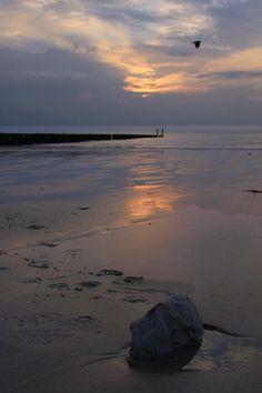 Mooie zonsondergang op het strand van Cadzand-Bad. #vakantiehuis #Cadzand #Meidoornstraat