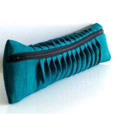 Wavy-pleat clutch bag