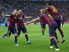 Andres Iniesta and Lionel Messi of Barcelona congratulate Ivan Rakitic after his opening goal during the UEFA Champions League Final between Juventus and FC Barcelona at Olympiastadion on June 2015 in Berlin, Germany. Fc Barcelona, Barcelona Futbol Club, Messi Pictures, Messi Photos, La Champions League, Professional Football, Lionel Messi, Football Players, Finals