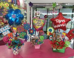 Taza y cajas decoradas para Mami en Su día! #Floristeria #Tarjeteria #Regalos #peluches #ymas  #cagua #calleComercio #Dencantos Balloon Box, Balloon Gift, Balloon Bouquet, Diy Birthday Box, Birthday Bouquet, Birthday Gifts, Craft Gifts, Diy Gifts, Handmade Gifts