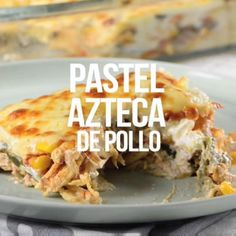 Te presentamos una receta con pollo fácil que es muy sencilla de preparar. El pastel azteca con pollo es una preparación deliciosa y con todo el sabor tradicional mexicano que tanto te gusta. Authentic Mexican Recipes, Mexican Food Recipes, I Love Food, Good Food, Yummy Food, Food Porn, Cooking Recipes, Healthy Recipes, Cooking Beef