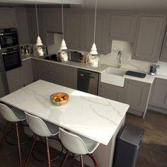 This is the Calacutta Urban Quartz. This is a premium marble quartz with thick grey veins. Looks a bit like Stilton cheese. Kitchen Worktop, Kitchen Island, Carrara Quartz, Work Tops, Luxury Kitchens, New Kitchen, Urban, Stilton Cheese, Home Decor