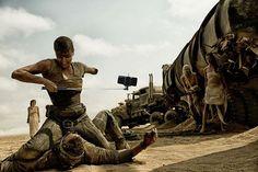 Em Mad Max: Estrada de selfie (Foto: Reprodução/Twitter)