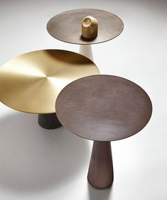 mesas-luca-martorano-neutra-living -monolith type,relaxed, forward thinking. very distinct looking. Metal Furniture, Table Furniture, Contemporary Furniture, Cool Furniture, Furniture Design, Table Desk, Table And Chairs, Side Coffee Table, Side Tables