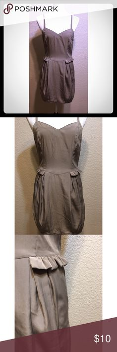 Taupe H&M Summer Dress So Cute! Condition: Great! Pre-Owned, no flaws Brand: Divided by H&M Size: US 6 Material: 100% Polyester Sleeve: Spaghetti Strap Color: Taupe Measurements (Front/Middle from top of neckline to bottom of clothing) 59 cm Includes: Pockets Made In: China Wash: Machine Wash Cold, Hang to Dry H&M Dresses Mini