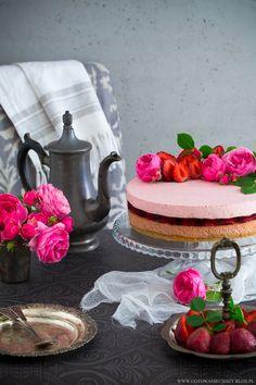 Sernik potrójnie truskawkowy Triple strawberry cheesecake