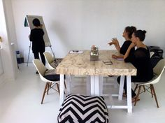 Office meeting #geometricprint #officeinteriors #theoffice