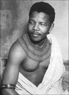 Nelson Mandela wearing an authentic beaded necklace of the Thembu clan. Source: News Limited. - Nelson Mandela belonged to the Thembu tribe, one of the main tribes of the Xhosa people of South Africa. Nelson Mandela Pictures, Black Is Beautiful, Beautiful People, Charles Darwin, People Of The World, African American History, Famous Faces, Black People, Revolutionaries