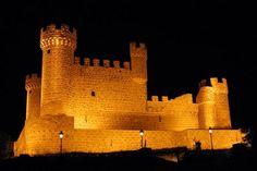Los ocho siglos que duró la Reconquista (711–1492) llevada a cabo por los reinos cristianos del norte para recuperar las tierras sometidas por los musulmanes mantuvieron la Península Ibérica en...
