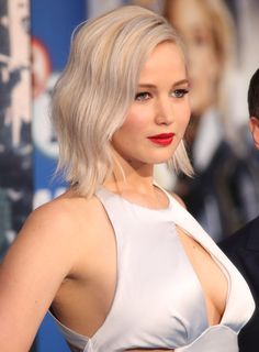 Jennifer Lawrence Steps Out for 'X-Men: Apocalypse' Fan Screening in London!: Photo Jennifer Lawrence shows off her gorgeous dress on the carpet at the X-Men: Apocalypse fan screening event at the BFI IMAX on Monday (May in London, England. Jennifer Lawrence Haircut, Jennifer Lawrence X Men, Jenifer Lawrens, Happiness Therapy, Jennifer Laurence, Brown Blonde Hair, Blonde Honey, Honey Hair, Celebs