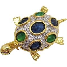 Awesome Vintage Sea Turtle Pava Rhinestone Poured Glass Cabochon Brooch. https://www.pinterest.com/rubylanecom/vintage-jewelry-under-25/