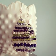 Made these after the earrings over on my Cosas Bonitas board. Super cute, super fun, and not too difficult either. And a great way to use up your bead stash!