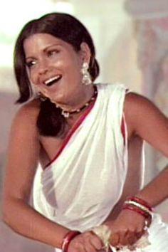 Zeenat, the original white wet sari girl. White Saree, Vintage Bollywood, Old And New, Indian Beauty, Bollywood Actress, Sari, Photoshoot, Actresses, November