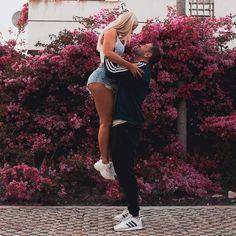 Aj s tebou takto frajer cvičí? Foto @linnlowes#odzadu #bff #bratislava #couplegoals #fitgirl #fit #laska #slovakgirl #slovakwoman #slovenka #slovensko #vodvojici