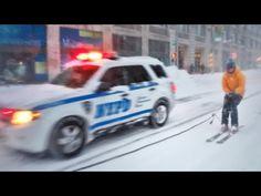 Petite session de ski improvisée en plein New York au côté du NYPD