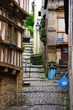 Port de St Goustan, Auray, Brittany, France by Brian Smithson pinned by Coqui de Vicente Belle France, Brittany France, Stonehenge, City Streets, France Travel, Paris, Places To See, The Good Place, Beautiful Places