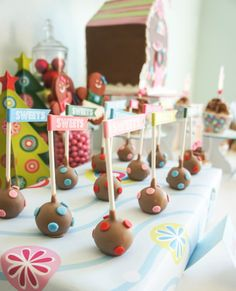 Awesome Gingerbread House Decorating Party | Cake Pops