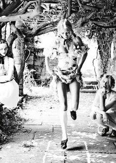 """♥☾☆★¸¸.•*¨*••.¸¸☾☆★¸¸.•*¨*••.¸¸☾☆¸.•*¨*★☆☾ (¯`´♥(¯`´♥.¸ doces ღ☆ღ beijinhos .☾☆¸.•*¨*★☆☾Com amor da Nini ☾☆¸.•*¨*☾♥ ☆★☆┊ ☆┊☆┊☆ ☆┊☆┊☆┊  ♥ ☾ ☆ ★ ♥ SEMANA DA MULHER <3 """"Sou uma mulher madura Que às vezes anda de balanço Sou uma criança insegura Que às vezes usa salto alto Sou uma mulher que balança Sou uma criança que atura"""" <3"""