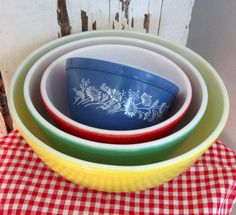 Farmhouse, cottage, 1950s kitchen, country, retro, modern......    Great set of Pyrex mixing bowls. The blue bowl came with the set when I
