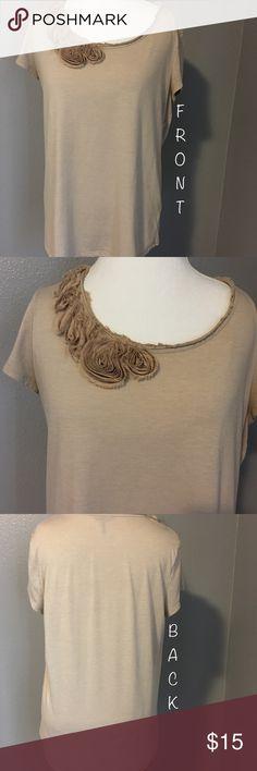 Daisy Fuentes short sleeve top• XL Daisy Fuentes short sleeve top• XL• 65% polyester, 35% rayon Daisy Fuentes Tops Tees - Short Sleeve