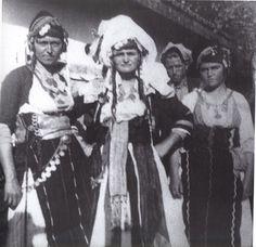 Ελλήνων Δρώμενα: «Η καρδιά χτυπάει» – Ρουμλούκι www.filmellon.gr Folk Costume, Macedonia, Che Guevara, Greece, Culture, History, Greek Costumes, Collection, Traditional