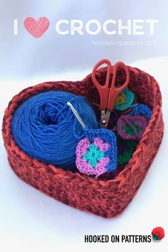 Heart basket free crochet pattern by Ling Ryan at Hooked On Patterns - A fun and free crafts idea to make this summer! Crochet Projects To Sell, Sewing Projects For Beginners, Crochet Tools, Crochet Home, Free Crochet, Quick Crochet, Kids Crochet, Modern Crochet Patterns, Crochet Christmas Trees