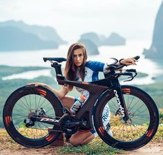 As a beginner mountain cyclist, it is quite natural for you to get a bit overloaded with all the mtb devices that you see in a bike shop or shop. There are numerous types of mountain bike accessori… Mountain Bike Accessories, Cool Bike Accessories, Fully Bike, Trajes Kylie Jenner, Female Cyclist, Ironman, Cycling Girls, Cycle Chic, Road Bike Women