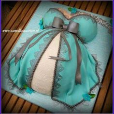 Pregnant dress / belly bump cake