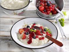 Einfach und lecker: Milchreis mit frischen Beeren - smarter - Zeit: 15 Min.   eatsmarter.de