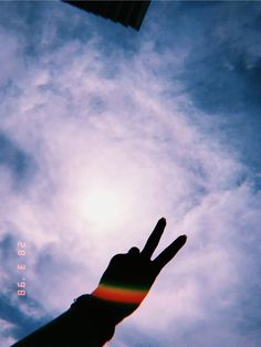 Shadow Photography, Tumblr Photography, Girl Photography Poses, Hand Photography, Creative Photography, Sky Aesthetic, Aesthetic Photo, Aesthetic Pictures, Creative Instagram Stories