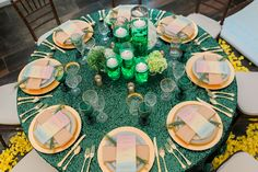 gold and emerald green wedding table decor