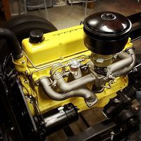 This black and yellow Chevy 261 looks killer with that Fenton split header. All cred to @castironphilosopher!