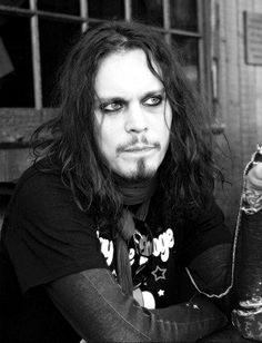I used to have suchhhh a crush on Ville Valo. Hes got a beautiful face.