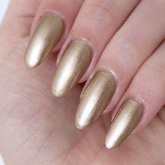 Essie Galaxy Metals 'stars aligned'. Pale gold nail varnish. Metallic manicured inspiration.  #talontedlex Metallic Nails, Glitter Nail Art, Gold Nails, Nail Art Diy, Nail Manicure, Pedicure, Manicures, Nail Polish, Metal Stars