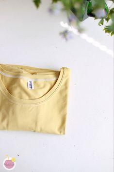 Kuinka huolitella pääntie kaksoisneulalla – Mehukekkerit Diy And Crafts, Sewing, Bags, Fashion, Handbags, Moda, Couture, Fashion Styles, Fabric Sewing