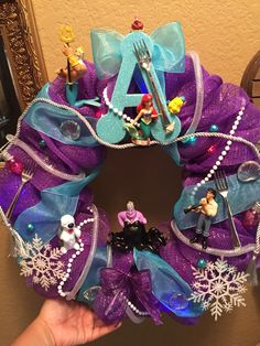 Use of dinglehoppers for wreath