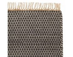 """WOHNEN - Teppich """"Mazan"""" (Grau/Weiß mit Wabenmuster; Schussfaden: Wolle, Kettfaden: Baumwolle) - via Urbanara"""