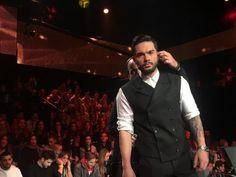 Λύγισε ο Χρήστος Μάστορας τραγουδώντας μπροστά στην κάμερα - Τί συνέβη; (vid) Just Beauty, Double Breasted Suit, Suit Jacket, Suits, Jackets, Life, Fashion, Down Jackets, Moda