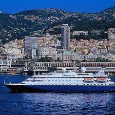 Votre yacht SeaDream en escale à Monaco. 112 passagers pour 95 membres d'équipage, c'est ça SeaDream Yacht Club! À découvrir chez Seagnature. Hello @seadreamyc @thomasgharrison @visitmonaco! __________________________ #Seagnature#Croisière#Croisiere#Mer#Océan#Ocean#SeaDream#SeaDreamYachtClub#Navire#Paquebot#Navires#Paquebots#Croisières#Croisieres#Cruise#Cruises#Voyage#Voyages#Luxury#LuxuryCruise#LuxuryCruises#LuxuryTravel#Travel#AllInclusive#Sea#Luxe#Yacht#Yachting#Monaco#MonteCarlo